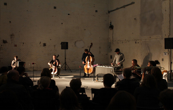 This Berlin-based ensemble of musicians is mainly formed by the Wandelweiser experimental music in Berlin
